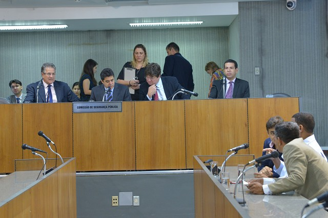 Minas Gerais conta, atualmente, com seis mil bombeiros, dos quais mais de 60% estariam em funções administrativas, de acordo com informações dadas na reunião