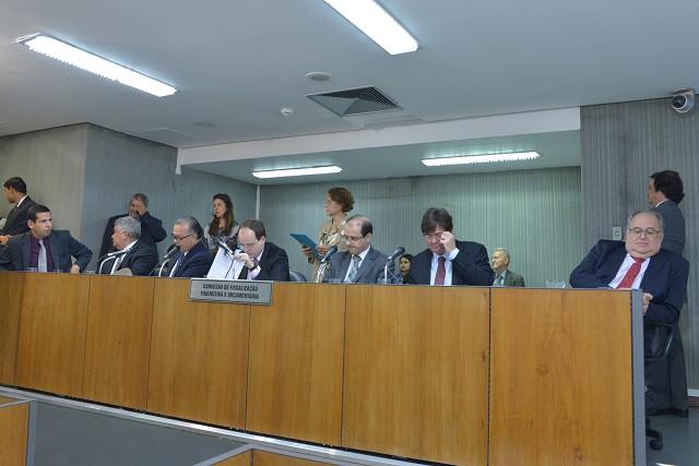 O relator na FFO opinou pela aprovação da matéria na forma do substitutivo nº 1, da Comissão de Constituição e Justiça