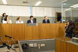 Comissão de Cultura - entrega de diploma referente a voto de congratulações com a Sra. Andreia Donadon Leal