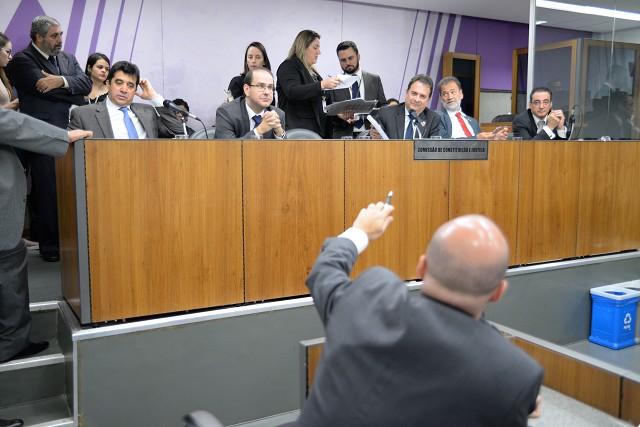 Iniciada pela manhã, a reunião da CCJ avançou pelo início da tarde, prolongando-se por mais de quatro horas
