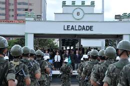 Entrega do diploma de Soldado Ilustre ao presidente da ALMG