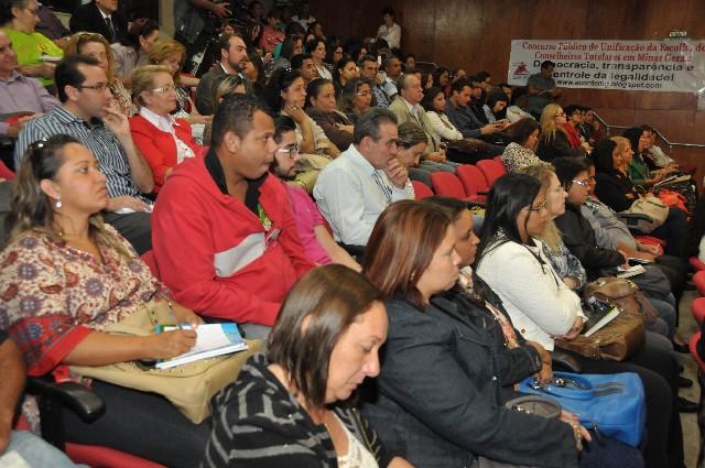 A reunião foi acompanhada por representantes de diversas cidades de Minas, que cobram melhorias nas condições de trabalho