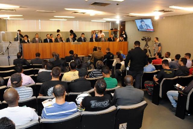 A audiência pública da Comissão de Direitos Humanos teve grande número de participantes