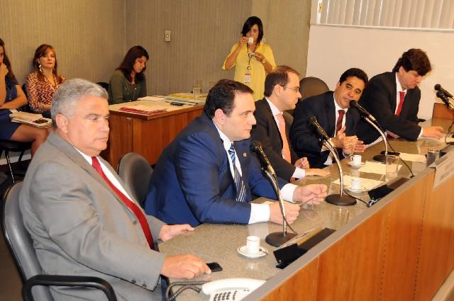 De autoria do deputado Sargento Rodrigues, o PLC 33/12 recebeu parecer de 1º turno favorável na Comissão de Administração Pública
