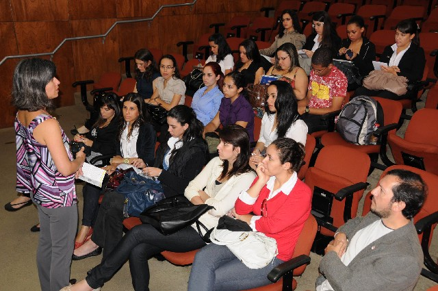 Visita de alunos do curso de secretariado trilingue da Universidade Federal de Viçosa