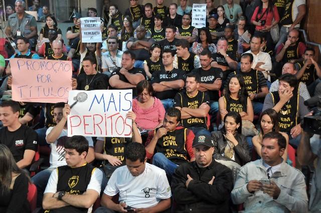 A tramitação do Projeto de Lei Complementar 23/12 na Assembleia de Minas foi marcada por debates acalorados e greves dos policiais civis - Arquivo/ALMG