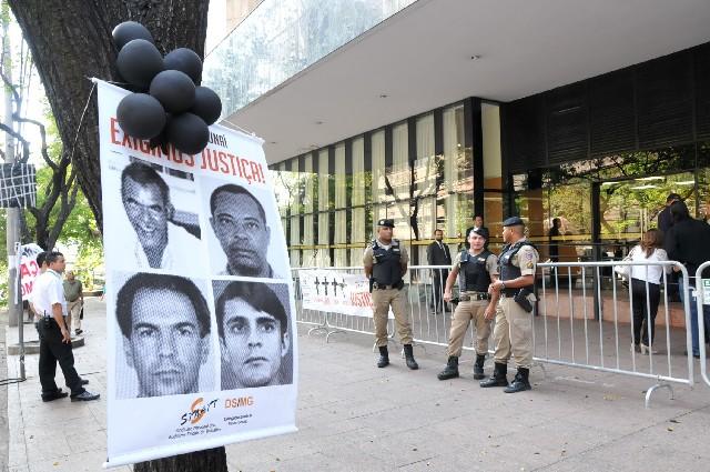 Em janeiro de 2004, três auditores fiscais e o motorista que os acompanhava foram mortos em uma emboscada durante operação de rotina em Unaí