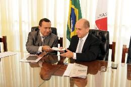 Entrevista coletiva com o deputado Arlen Santiago