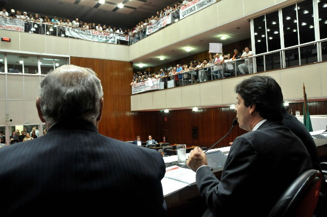 Durante a Reunião Ordinária, agentes penitenciários lotaram as galerias do Plenário para reivindicar a nomeação dos aprovados no concurso