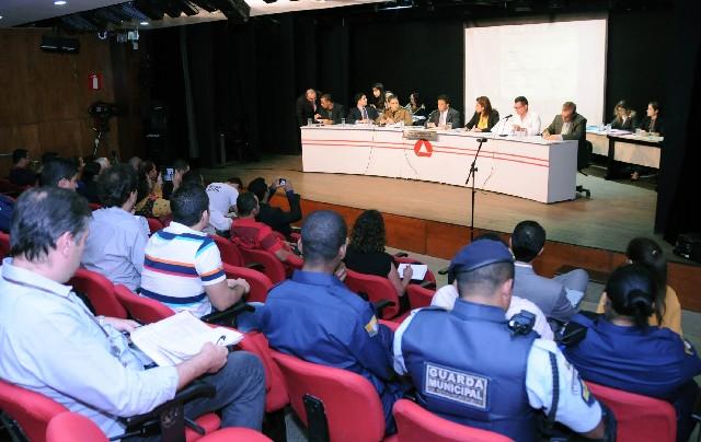 Participantes da reunião também relataram jornada exaustiva e baixos salários de guardas municipais