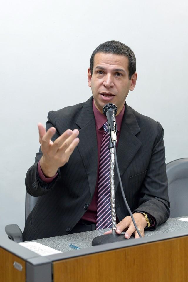 Comissão de Constituição e Justiça analisa proposições