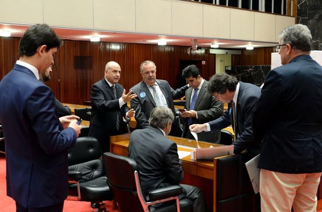 Na reunião de Plenário, deputados da oposição apresentaram questão de ordem alegando inconstitucionalidade do PL 4.135/17