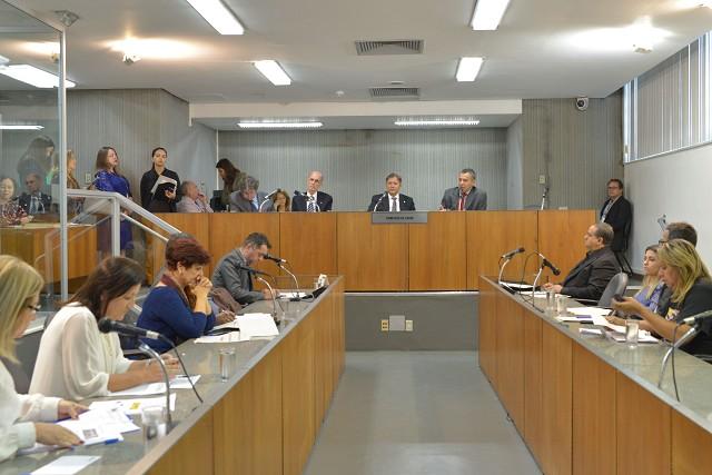 Representante da SES informou que as ações iniciais adotadas pela pasta reduziram a letalidade da doença em Minas Gerais de mais de 70% para 36%