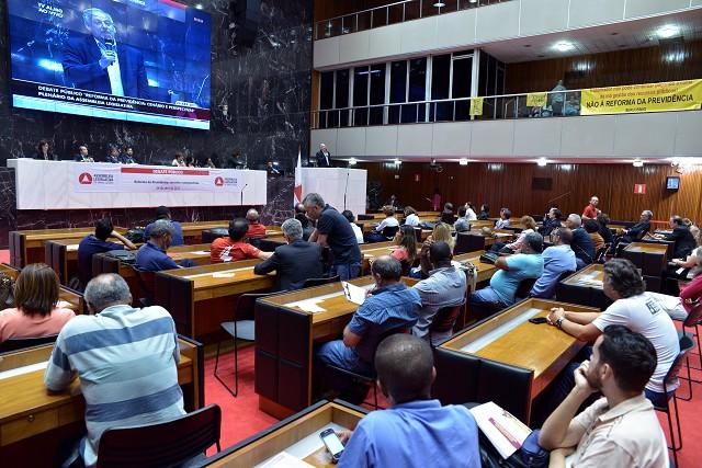 Trabalhadores, parlamentares e especialistas discutiram a PEC 287/16, em tramitação na Câmara dos Deputados, que reformula a Previdência