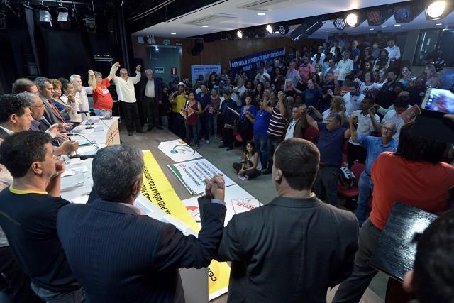 No início da reunião, foi feito um minuto de silêncio em protesto contra a aprovação da reforma trabalhista no Congresso