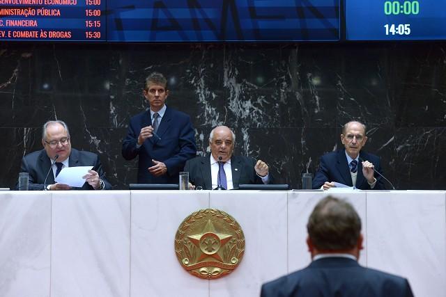 Plenário recebe veto a permuta de cartórios