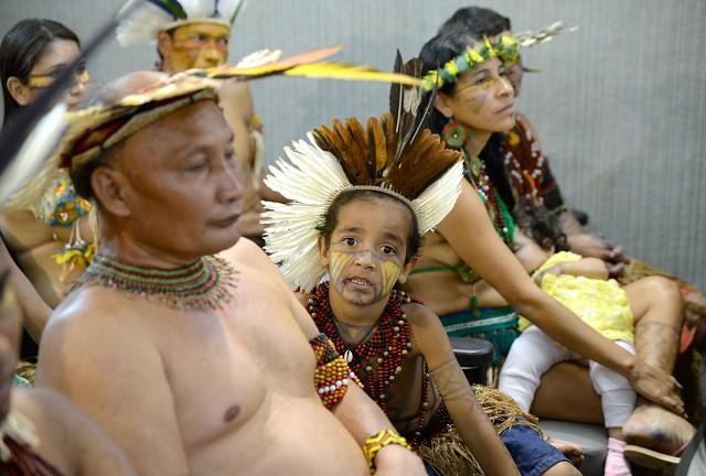 Segundo indígenas, posseiros que já receberam indenizações para sair da área ainda continuam lá, o que faz com que os conflitos sejam cada vez mais frequentes