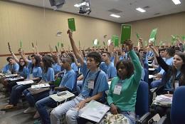 As outras opções de temas dos estudantes eram: jovens e o mercado de trabalho (9 votos); e violência e criminalidade entre os jovens (27 votos)
