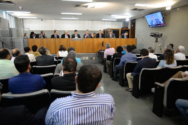 Reunião foi realizada pela Comissão de Minas e Energia nesta segunda-feira (2)