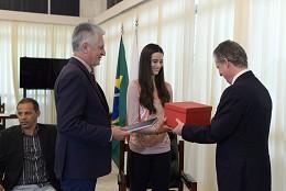 Presidente da ALMG recebe ginasta Eduarda Carvalho