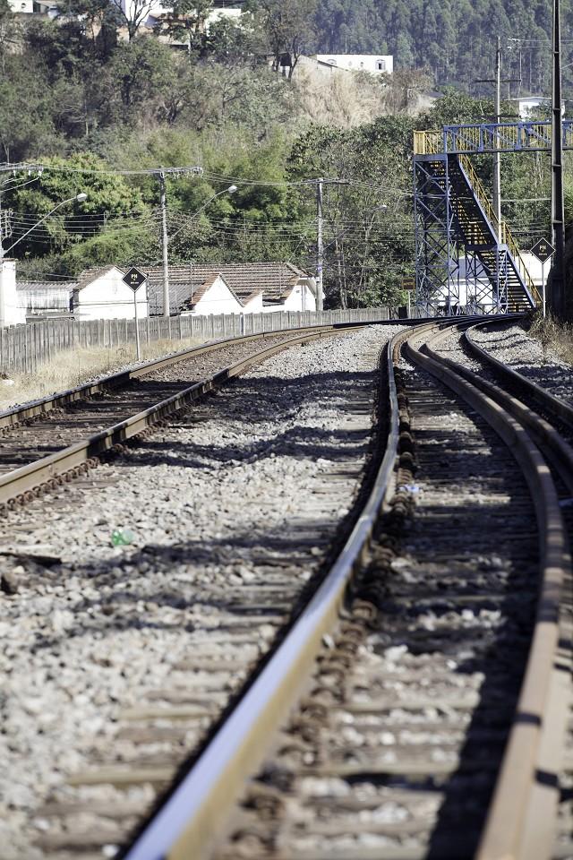 Matéria especial Ferrovias Mineiras - Conselheiro Lafaiete. Linha de trem. Leito de ferrovia. Trilho.