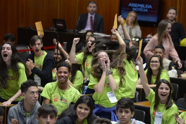 Participantes do PJ Minas deliberam, em plenária final, sobre as propostas que serão analisadas pela ALMG - Arquivo ALMG