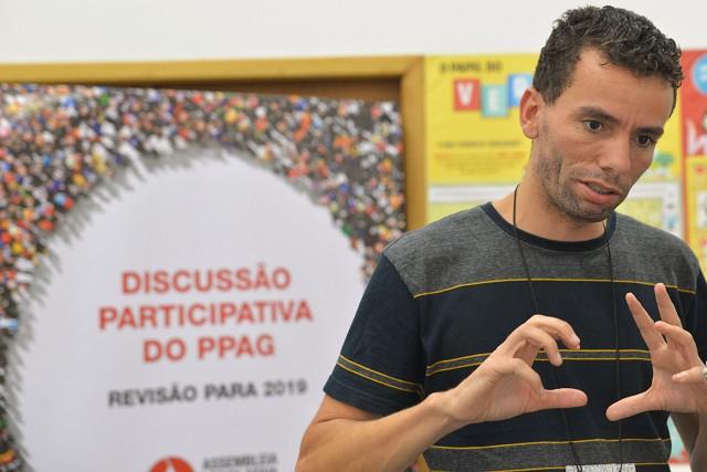 Júnior aproveitou a presença de membros do Executivo para cobrar antigas propostas aprovadas