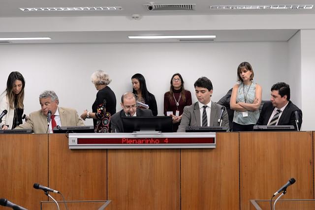 Comissão de Fiscalização Financeira e Orçamentária e membros das Comissões Permanentes - § 1º do Art. 204 do Regimento Interno