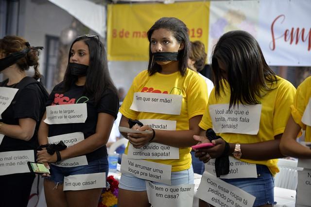 As lutas femininas, as conquistas já alcançadas e os desafios ainda existentes para combater a naturalização das violências contra as mulheres.