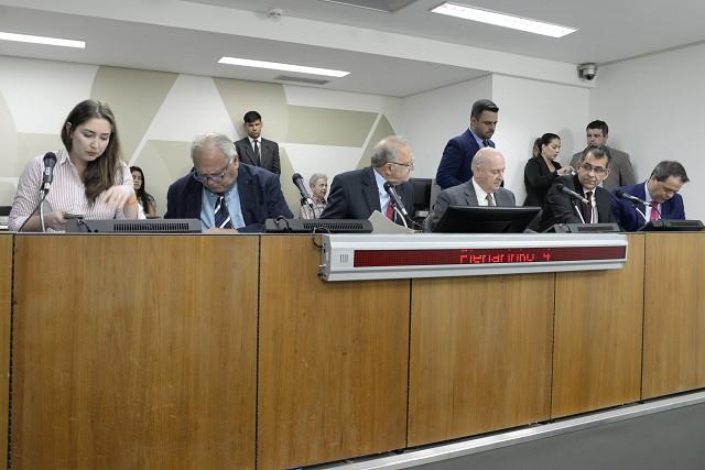 Apesar dos pareceres pela rejeição na FFO, projetos seguirão para análise em 1º turno no Plenário