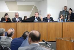 Para o governo, Regime de Recuperação Fiscal e privatização da Codemig seriam as alternativas prioritárias para tirar o Estado da crise