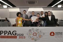 Presidente da Comissão de Participação Popular, deputado Doutor Jean Freire, recebeu os relatórios com propostas ao PPAG