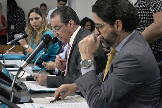 Projeto que estabelece normas para concurso público também recebeu parecer da comissão